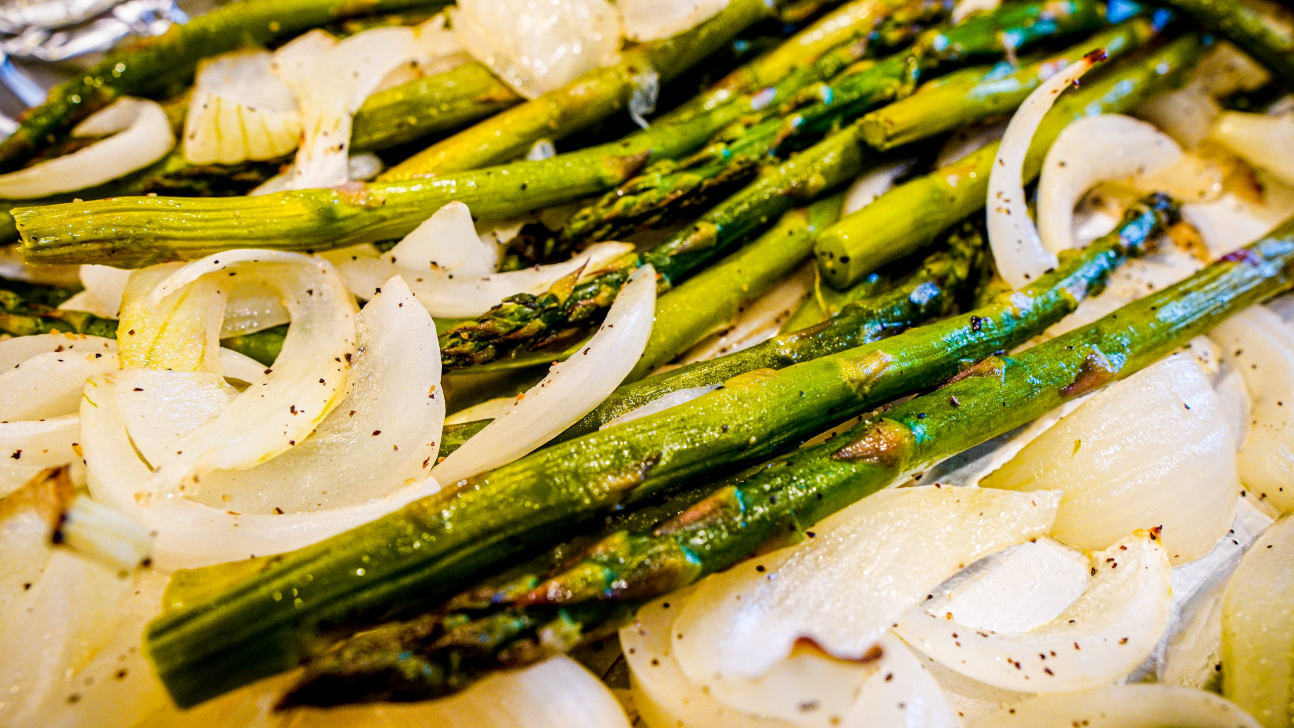The Scoop with Lea | Roasted Asparagus and Onion 2